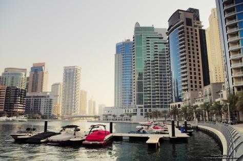 Jedno z wielu ujęć podczas spaceru deptakiem wzdłuż Dubai Mariny.